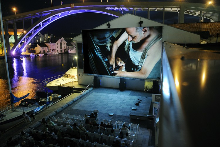 Outdoor screening of Cinema Paradiso during the festival